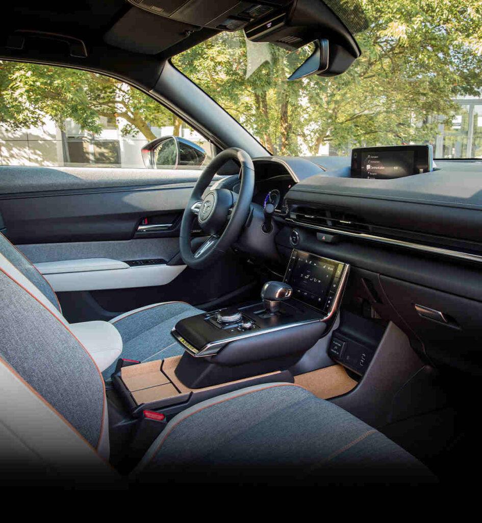 Mazda_MX-30_Elektroauto_Foerderung_E-Auto_E-Fahrzeug_Innenraum_super_Design