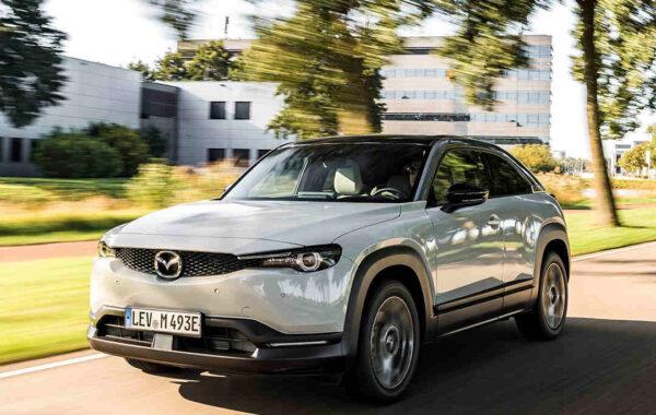 Mazda_MX-30_elegantes_Exterieur_ansprechendes_Design_aussen_Elektroauto_E-Auto_Elektrofahrzeug_foerderung