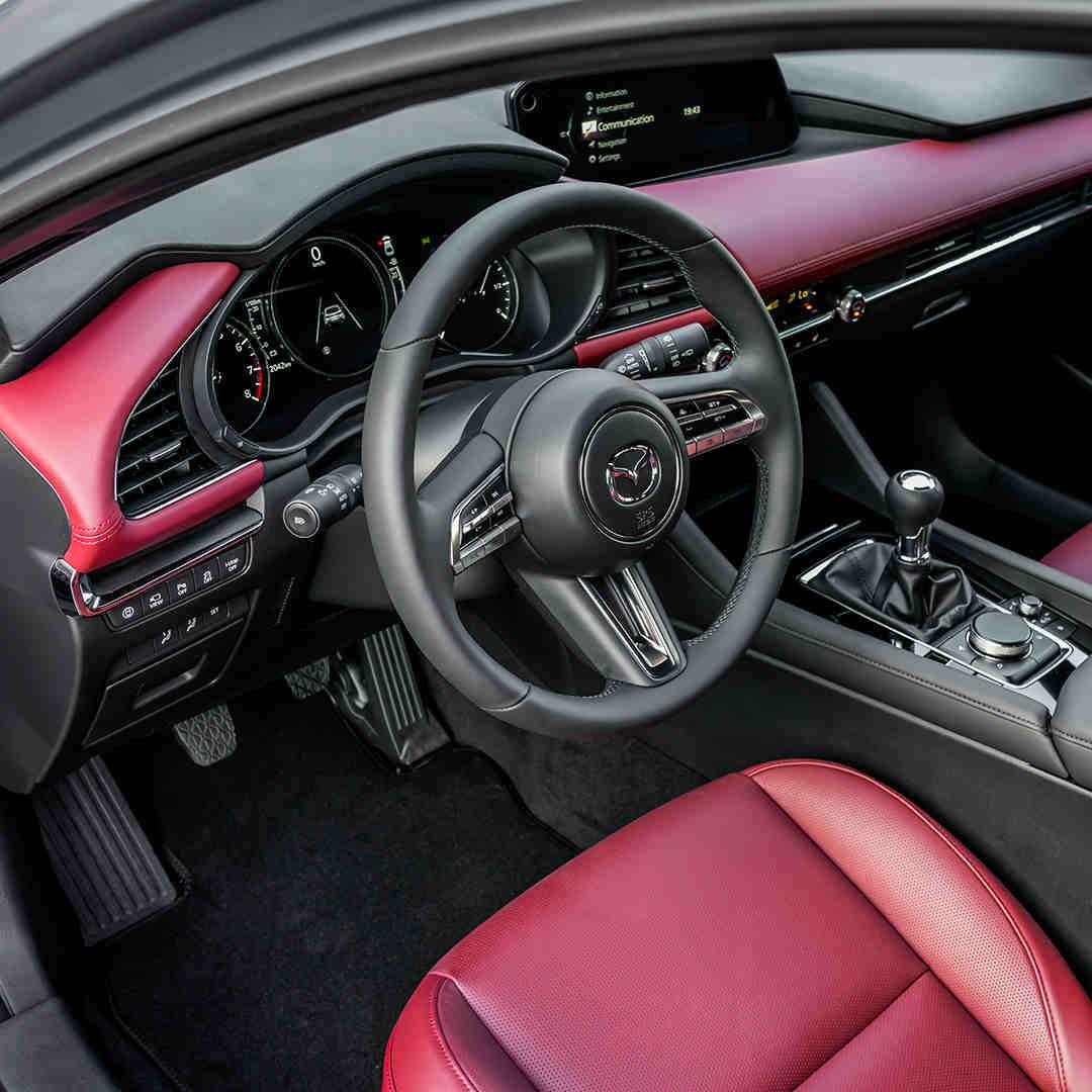 Mazda3_Marktoberdorf_bequemer_Innenraum_viel_Platz_Innen_Elektroauto_E-Auto_Hybridfahrzeug_foerderung