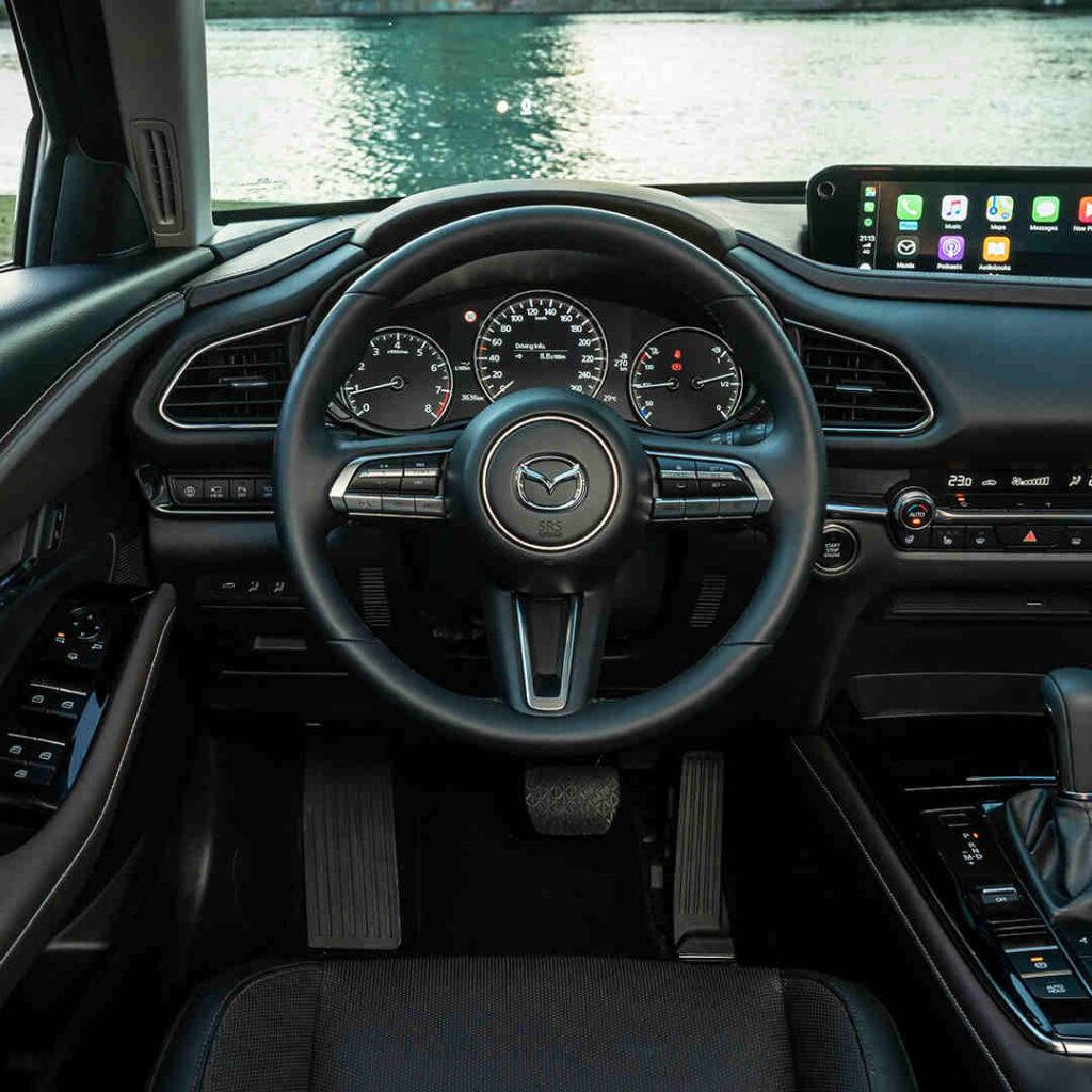 Mazda_CX-30_bequemer_Innenraum_viel_Platz_Innen_Elektroauto_E-Auto_Hybridfahrzeug_foerderung