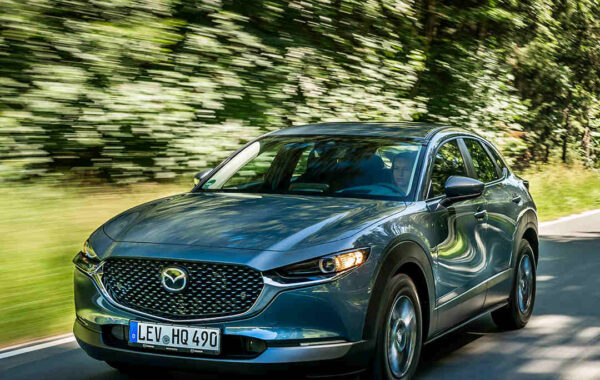 Mazda_CX-30_sparsam_Hybrid-Auto_effizienter_Motor_Elektroauto_E-Auto_Hybridfahrzeug_foerderung